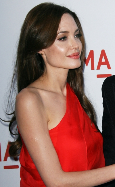 Angelina Jolie subtle curls